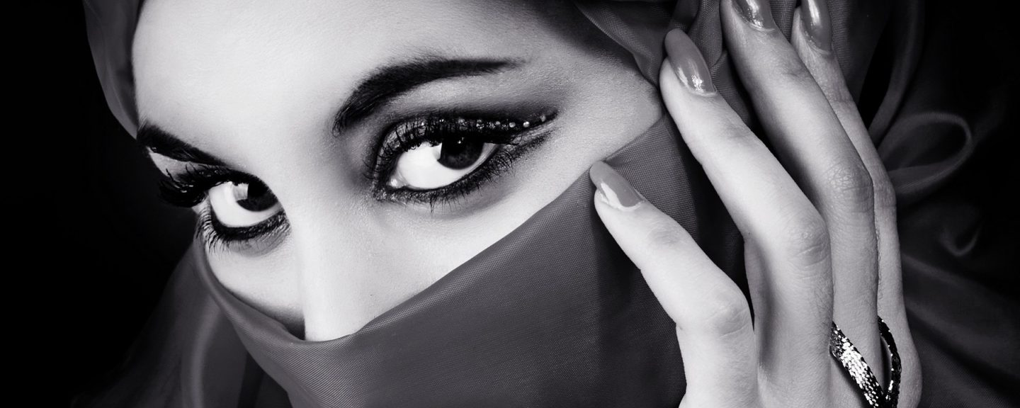 The Burka Experience – Understanding the Women Behind the Scarves